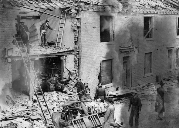צוותי חירום מטפלים בבניין לאחר מתקפה (אילוסטרציה)