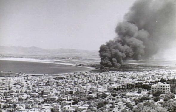 תשתיות דלק בוערות בחיפה, לאחר מתקפה איטלקית