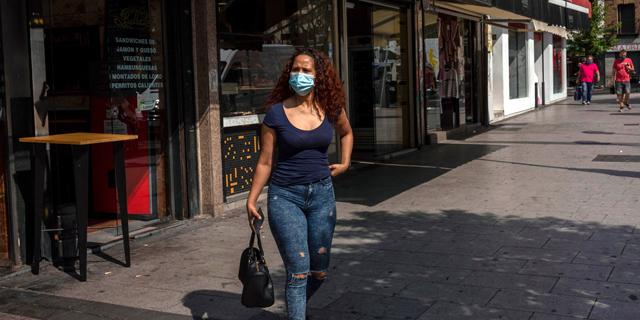 התחלואה מזנקת, וממשלת ספרד מטילה עוצר על מדריד