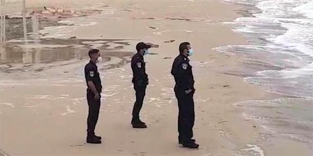המשטרה: אפשר להיכנס לים לפעילות ספורט, נפעיל שיקול דעת