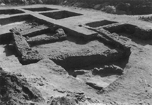 חלק מהעתיקות שנמצאו במקום על ידי הארכיאולוג אמיר גורלנזני, מתוך כתב העת ״עתיקות״ מתוך מאמרו של אמיר גורזלני בכרך ד׳ שנת 2004 תשס״ד