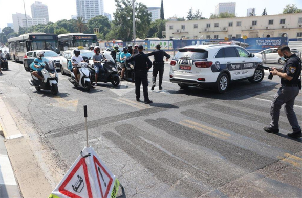 מחסום בצומת ארלוזורוב בתל אביב, היום, צילום: מוטח קמחי