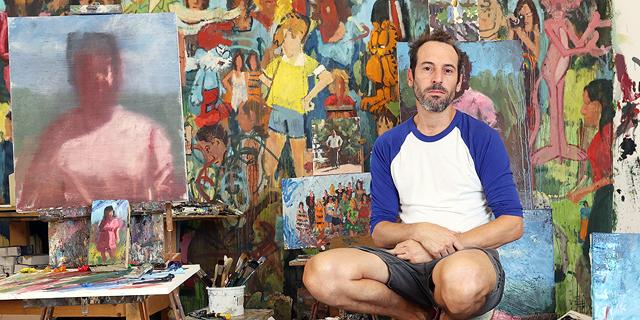 """האמן  עידו מרקוס: """"אני נמצא במאות בתים בארץ, וזה נהדר בעיניי"""""""