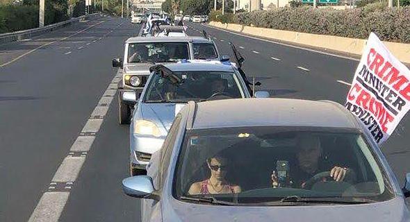 שיירה של כלי רכב בדרך להפגנה בבלפור, היום