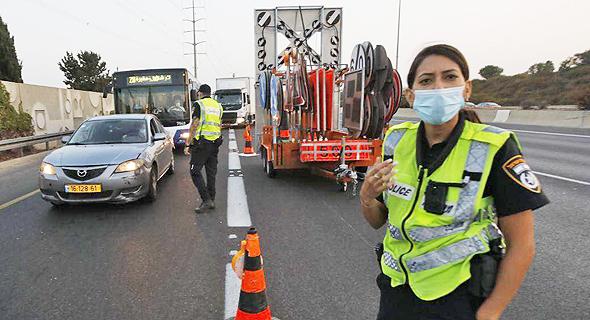 מחסום משטרתי בסגר, צילום: שאול גולן