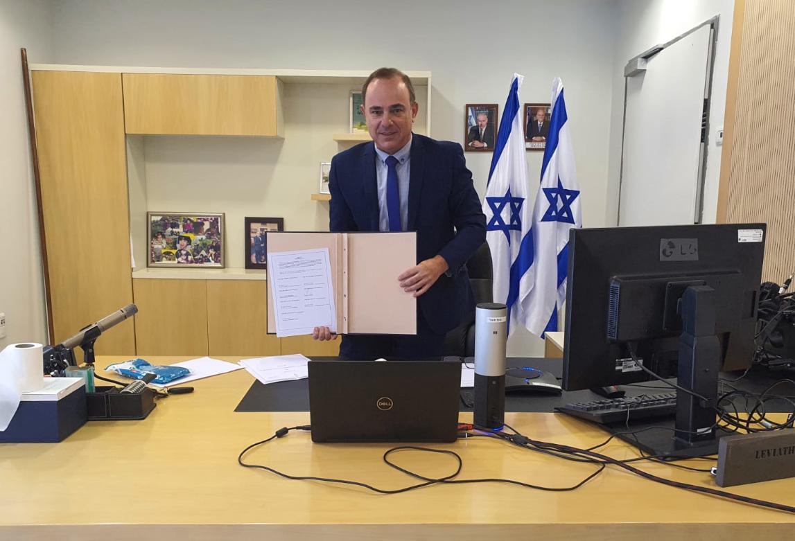 שר האנרגיה יובל שטייניץ חותם הבוקר בפגישת זום על ההסכם