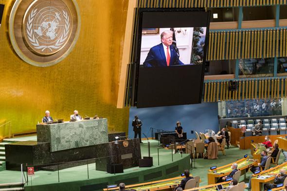 """נאומו של טראמפ משודר בעצרת האו""""ם בניו יורק, צילום: רויטרס"""