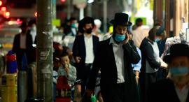 מוסף שבועי 24.9.20  חרדים בני ברק רחוב רבי עקיבא בשבוע שעבר, צילום: עמית שעל