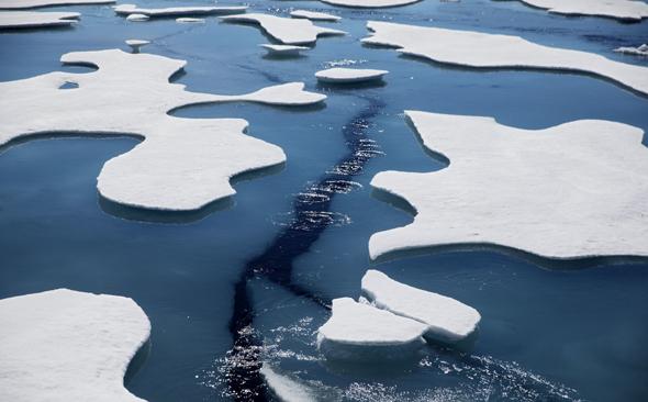 קרחונים נמסים בים הארקטי, צילום: AP