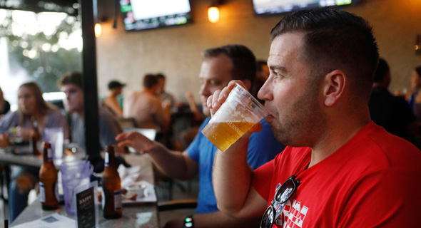 """פלורידה ארה""""ב מסעדה קורונה המדינה הסירה את ההגבלות על מסעדות ובארים, צילום: אי אף פי"""