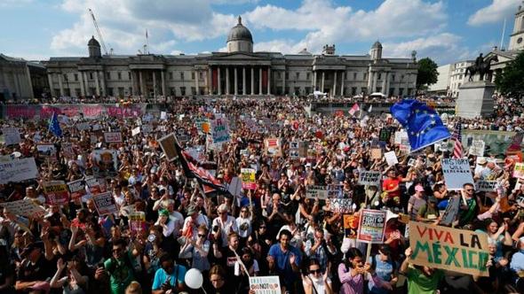 הפגנה בלונדון נגד המגבלות החדשות