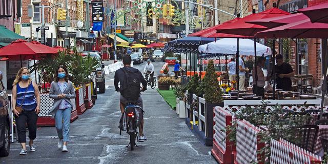 ניו יורק סוגרת מחדש את השטחים המקורים במסעדות