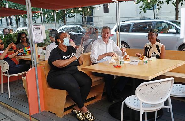 מסעדה מסעדות אוכלים בחוץ ניו יורק קורונה 3, צילום: איי פי