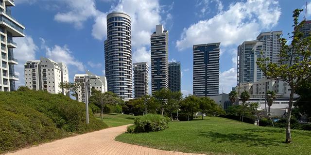 איך הופכים שטח ציבורי למגדל יוקרה, וכיצד גם אתם יכולים ליהנות ממנו