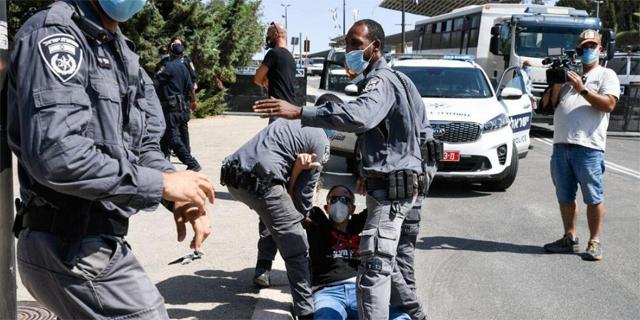 מעצר מפגינים נגד החקיקה מחוץ לכנסת, צילום: שלו שלום