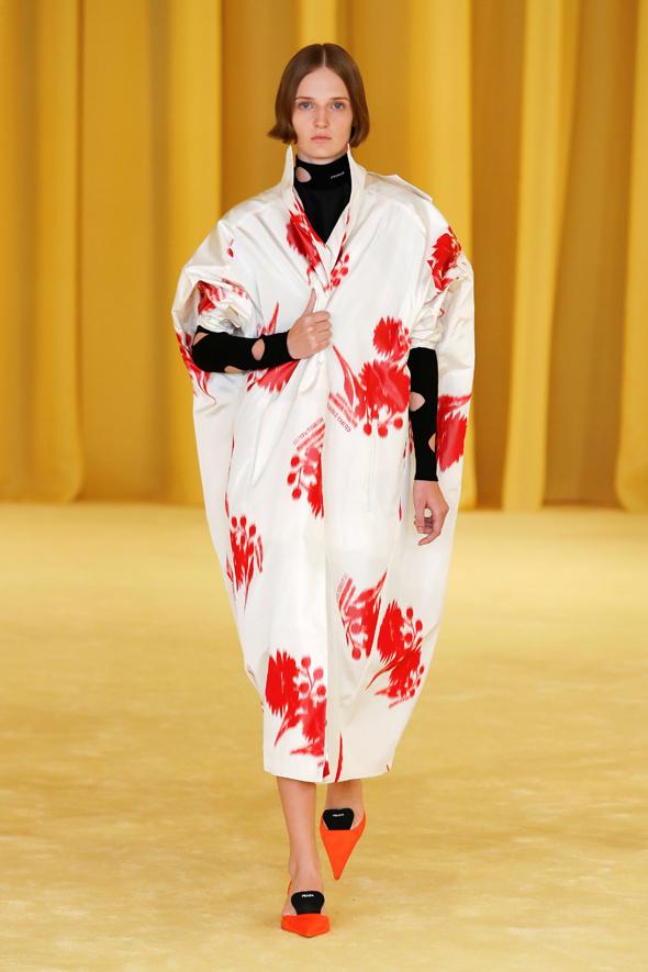 מתוך תצוגת האופנה של פראדה