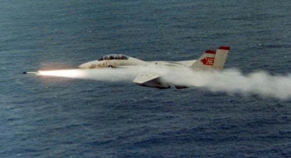 לירות? אז הוא ירה; F14 משגר טיל סיידוויינדר מונחה חום