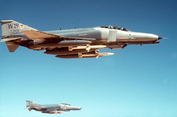 """פאנטום G ותחת כנפיו טילי AGM88 נגד מכ""""מ"""