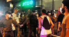 המפגינים בתל אביב, הערב, צילום: עמית הובר
