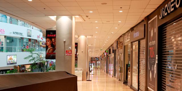 החנויות סגורות - והקניונים ממציאים את עצמם מחדש בעזרת משלוחים