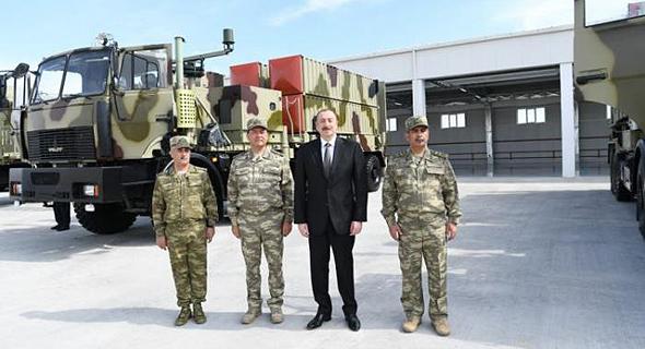 נשיא אזרבייג'ן אלייב ליד משגר לורה