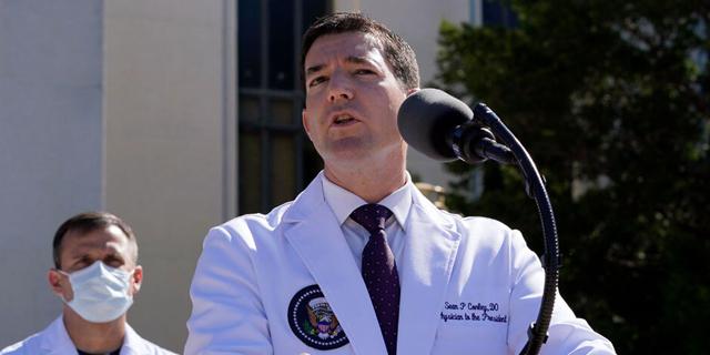 """ד""""ר שון קונלי, רופאו של טראמפ, צילום: AP"""
