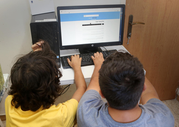 Children take part in remote learning. Photo: Avi Mualem