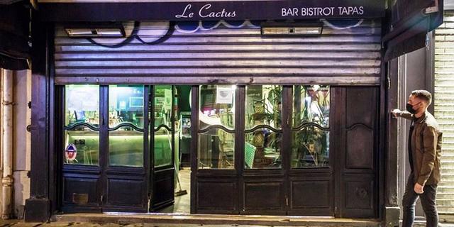 בר סגור בפריז, צילום: אי פי איי