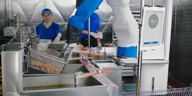 רעבים? הכירו את הרובוט שיבשל לכם את הארוחה הבאה במסעדה