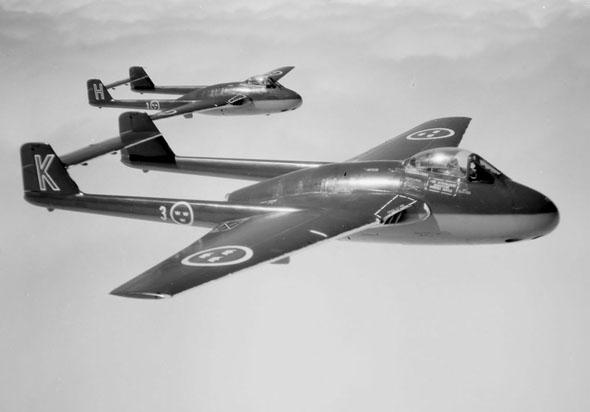 מטוסי ומפייר בצבעי חיל האוויר השבדי