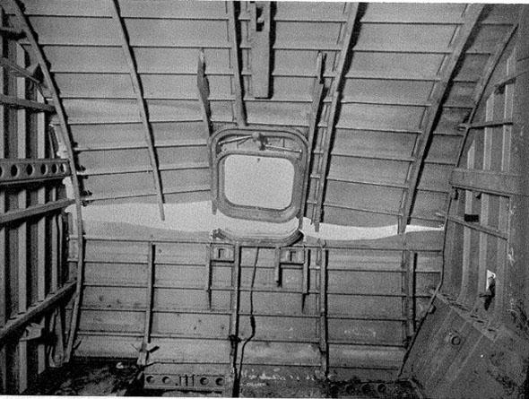 חלון הקומט ונקודת הביקוע בשלדה