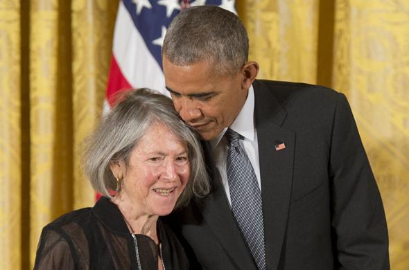הנשיא אובמה והמשוררת לואיז גליק כלת פרס נובל לספרות 2020, צילום: איי אף פי