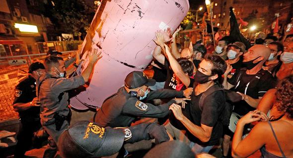 עימותים בין המשטרה למפגינים בתל אביב, צילום: איי אף פי