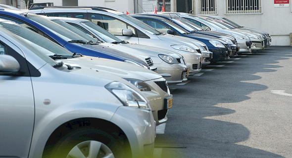מגרש מכוניות. הסוחרים חוששים מירידת מחירים
