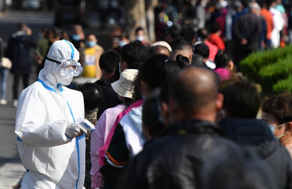 בדיקות קורונה בעיר צ'ינגדאו