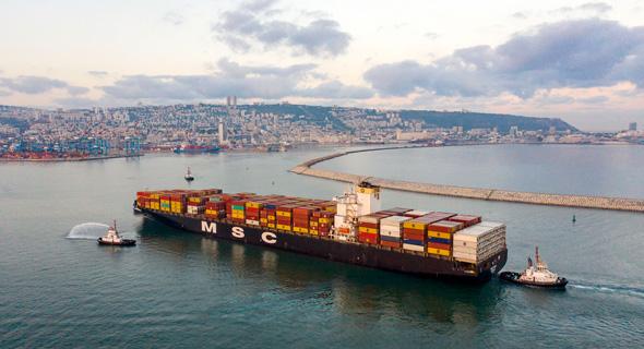 אוניה מגיעה לחיפה, צילום: גיאודרונס