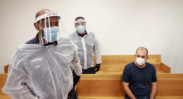 ברמלי אתמול בבית המשפט, לשם הגיע ממעצר, בעקבות חשד לניסיון הונאה נוסף
