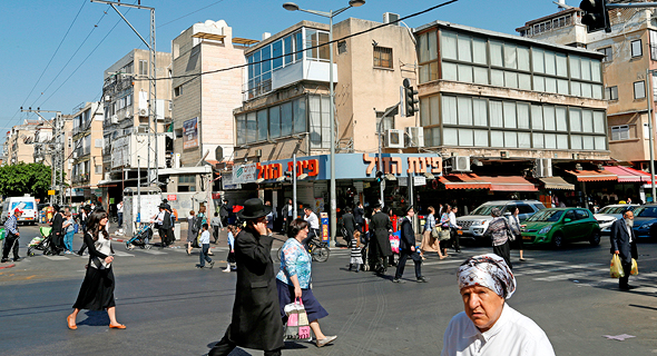 A busy street in the city of Bnei Brak. Photo: Amit Shaal