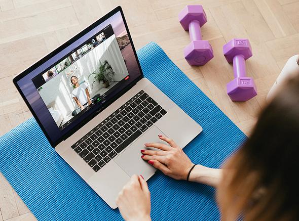שיעור יוגה בזום, צילום: Zoom
