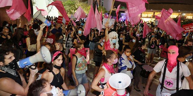 """מאות מפגינים צועדים בת""""א במסגרת מחאת הצעירים"""