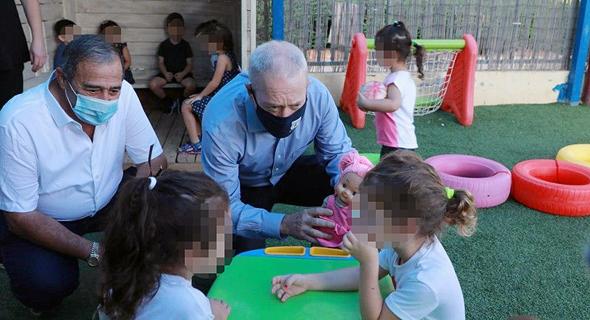 גלנט בביקור בגן ילדים בנס ציונה, צילום: דנה קופל