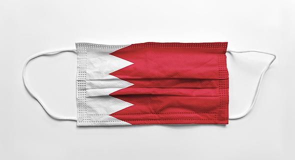 מסכת פנים בצבעי הדגל של בחריין