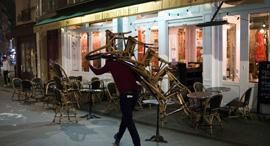 בר בפריז נערך לסגר השני, צילום: בלומברג