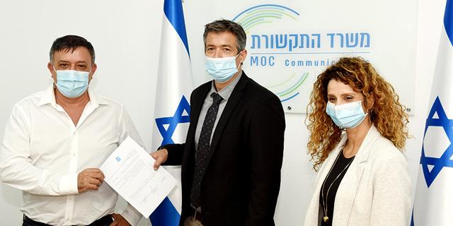 "מימין: לירן אבישר בן חורין, יועז הנדל ומנכ""ל סלקום אבי גבאי, צילום: כפיר סיון"