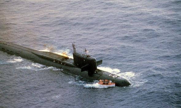 צוללת טילים רוסית שנפגעה בתאונת דליפת דלק מאחד הטילים הגרעיניים שלה , צילום: USN