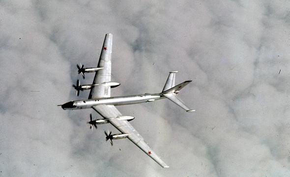 מפציץ טופולב 95 באוויר, צילום: USAF