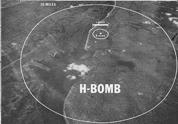 תצלום אווירי של מנהטן, עליו השוואת איזורי הרס מוחלט של פצצת אטום ממוצעת, אל מול פצצת מימן ממוצעת , צילום: USDOE