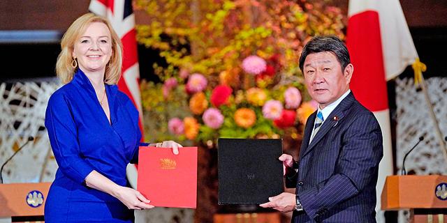 לראשונה אחרי הברקזיט:  בריטניה ויפן חתמו על הסכם סחר דו-צדדי