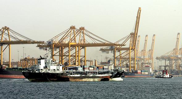 פעילות של DP World. אוניות עם קיבולת של 24 אלף מכולות