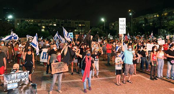 מפגינים בכיכר רבין, הערב, צילום: מוטי קמחי